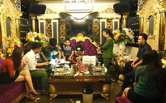 luc-luong-cong-an-tien-hanh-kham-xet-lay-loi-khai-ban-dau-cac-doi-tuong-15454516511872140539957.jpg