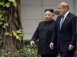 D. Trump đề nghị Kim Jong Un chuyển giao vũ khí hạt nhân cho Mỹ